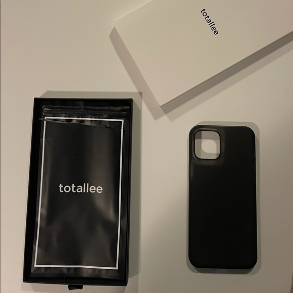 Totallee iPhone 12 Pro Max Case - Frosted Black